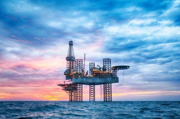 Ціна на нафту росте через скорочення поставок з Мексиканської затоки, страйк робітників у Північному морі та дії ОПЕК