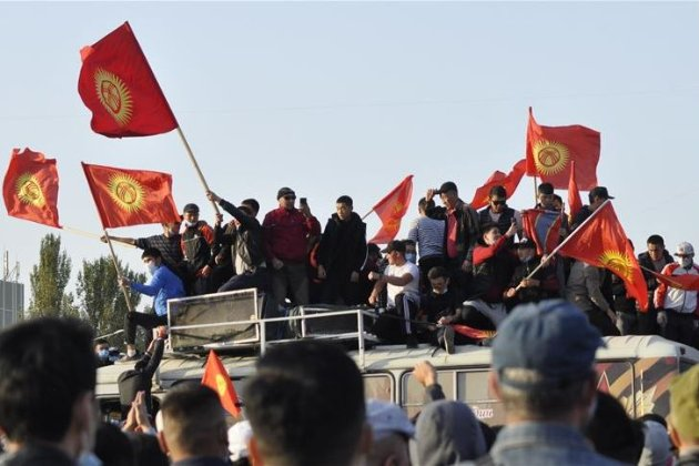 У Киргизстані на експрезидента країни вчинили замах — стріляли по машині