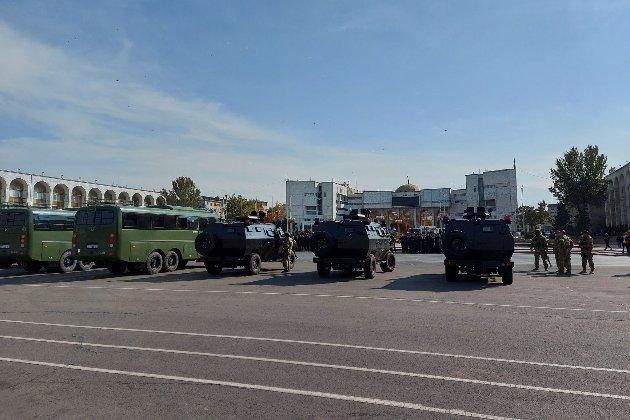 Надзвичайний стан у Киргизстані: влада стягує до столиці військову техніку