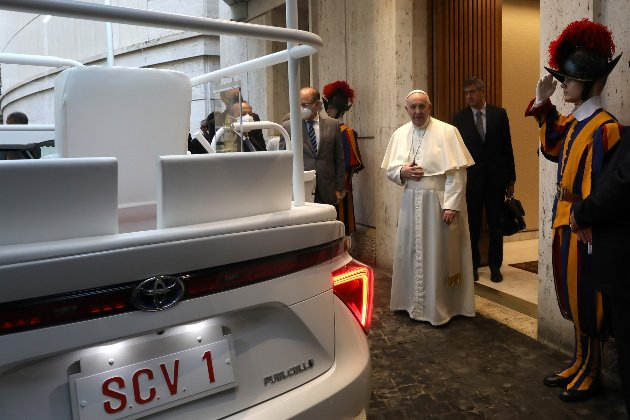 Японський бог! Папу Римського підсадили на водень