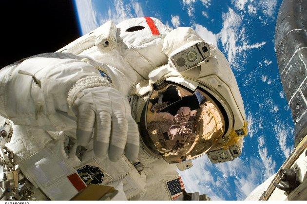 «Це підсудна справа». Космонавт планує подати до суду на російського робота Федора через образи