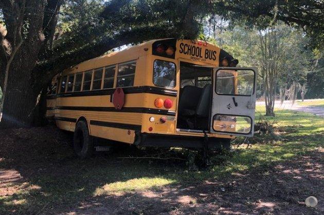 У США 11-річний хлопчик викрав шкільний автобус, а потім потрапив у ДТП (відео)
