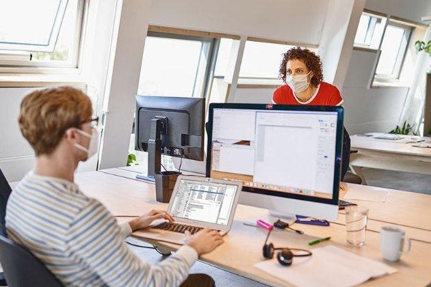 Компанії США думають над тим, як безпечно повернути персонал до офісу в час COVID-19