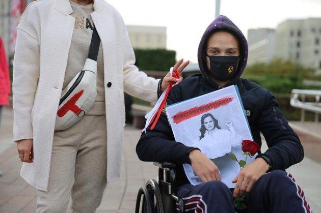 У Білорусі люди з інвалідністю вийшли на акцію протесту проти режиму Лукашенка. Є затримані (відео)