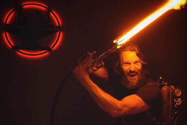 Інженери створили справжній світловий меч із «Зоряних воєн»
