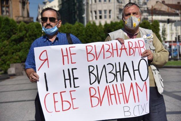 Суд заборонив розповсюдження книги про Василя Стуса за позовом Медведчука