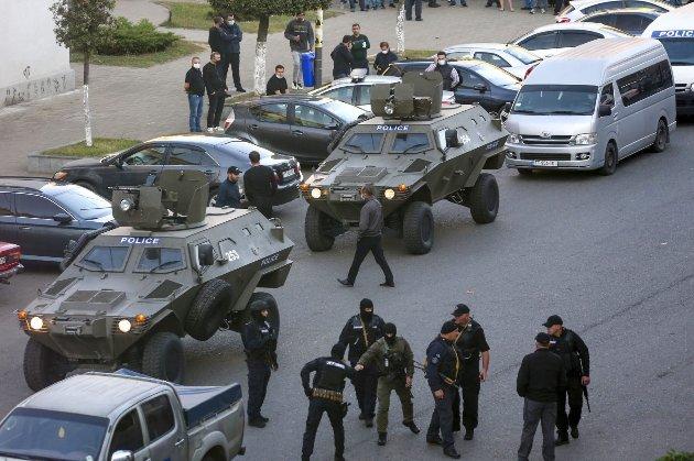 У Грузії визволили заручників, але зловмисник, що утримував їх у банку, втік (оновлено)