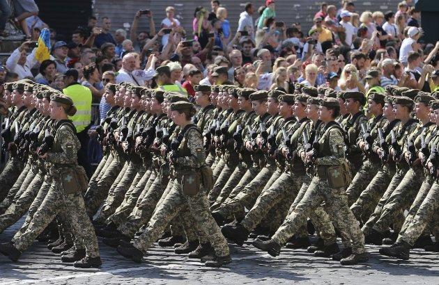 Який там ковід! Зеленський вже запланував військовий парад на наступне літо