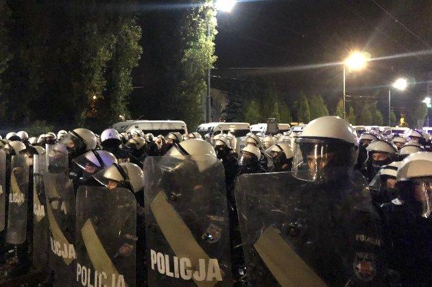 У Варшаві сталися заворушення, поліція Польщі застосувала сльозоточивий газ проти сотень протестувальників