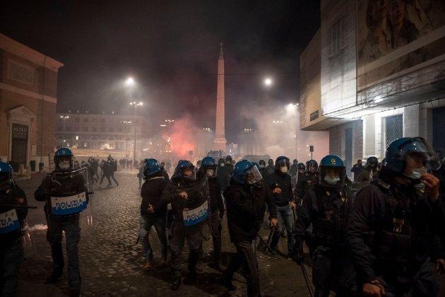 У центрі Риму дві сотні неофашистів протестували через посилення карантину (фото, відео)