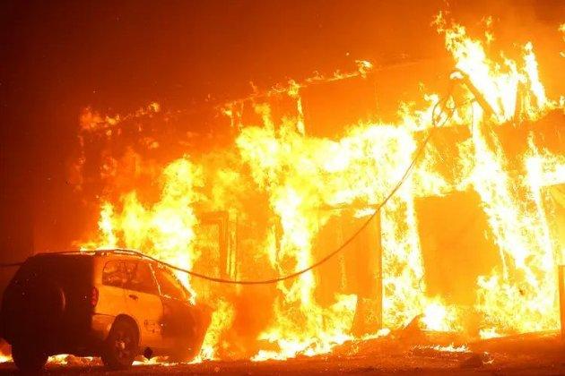 У США в Каліфорнії горять ліси. Незвично тепла й суха погода сприяє пожежам