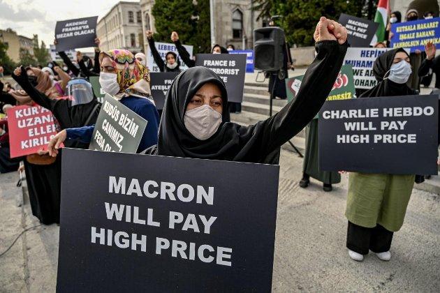 Французький президент засуджує ісламістів і отримує гнівнівідповіді