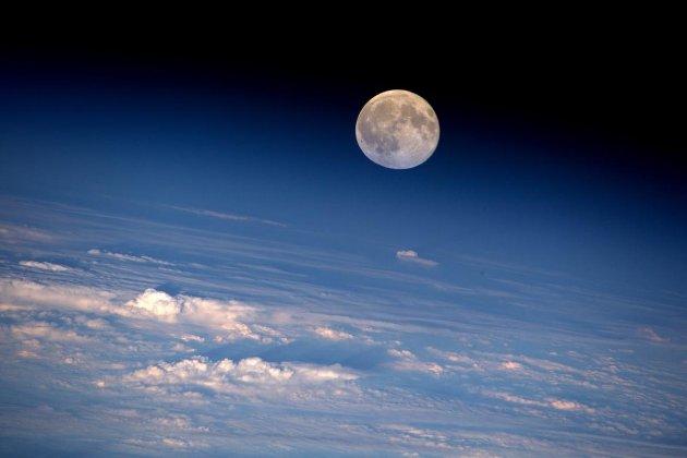 Водяний лід на Місяці може бути доступнішим, ніж ми думали, згідно нових досліджень
