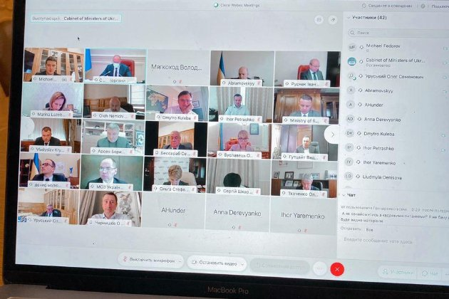 Кабмін провів перше засідання онлайн і повністю відмовився від «папірців» у документообігу