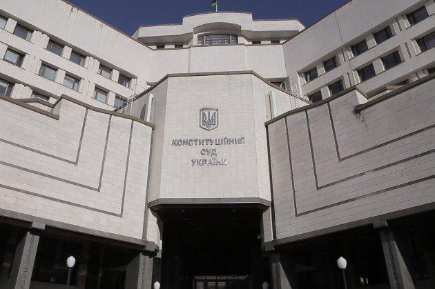 П'ятеро суддів Конституційного Суду України звернулися до Зеленського і Шмигаля, нарікаючи на тиск на суд