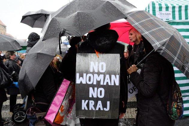 В Польщі постанова Конституційного Суду про аборти спричинила «страйк жінок»