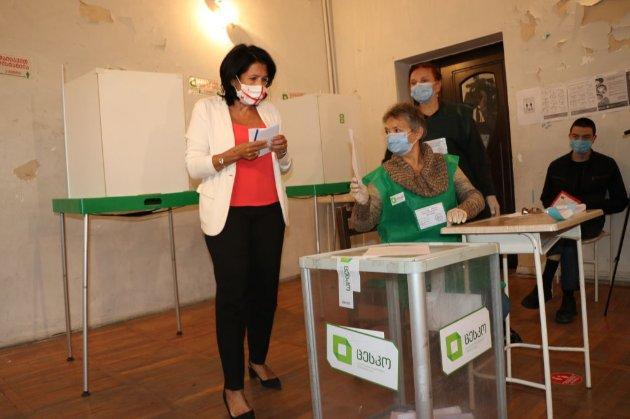 Без українських спостерігачів. У Грузії проходять парламентські вибори за новою системою
