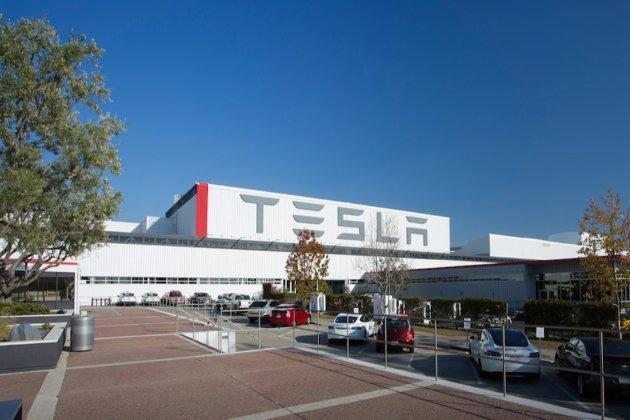 Tesla виплатить $137 млн компенсації колишньому працівнику за расизм на робочому місці