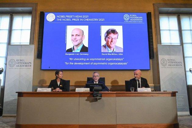Нобелівську премію з хімії вручили двом вченим за розробку інструменту для побудови молекул
