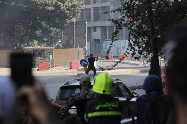 У Бейруті обстріляли учасників мітингу щодо розслідування вибухів у порту. Є загиблі та поранені (відео)