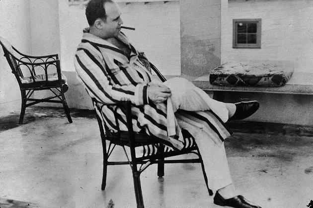 Потомки гангстера Аль Капоне выставили на аукцион его пистолеты и драгоценности (фото)
