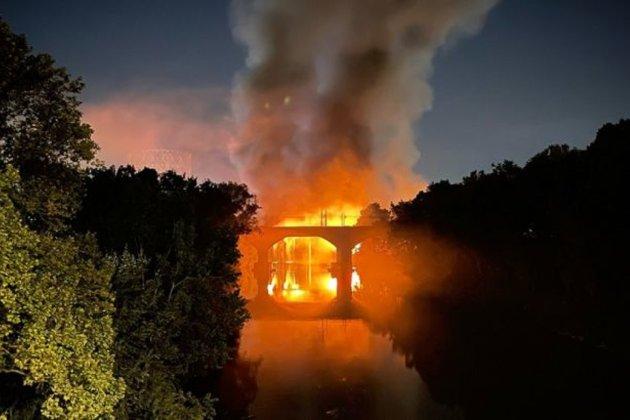 У Римі сильна пожежа охопила міст, зведений у 19 столітті (відео)