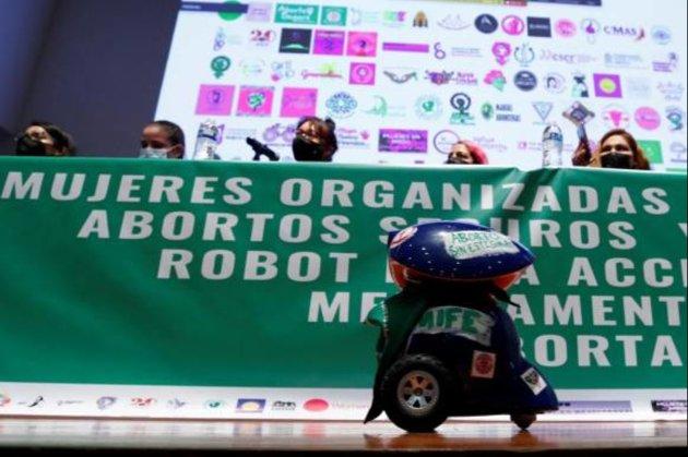 У Мексиці робот-кур'єр легально доставлятиме медикаменти для абортів в регіони, де вони заборонені (відео)