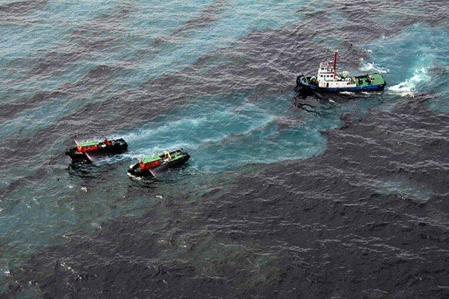 У побережья Калифорнии в океан попало более полумиллиона литров нефти