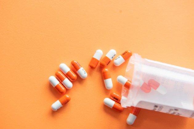 Компанія Merck заявила, що її таблетки знижують рівень госпіталізацій та смертей від COVID-19 вдвічі
