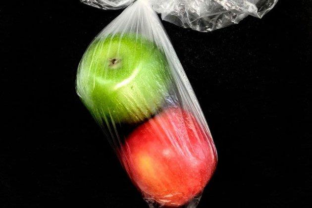 В Испании запретят продавать продукты в пластиковых упаковках с 2023 года. Но есть исключения