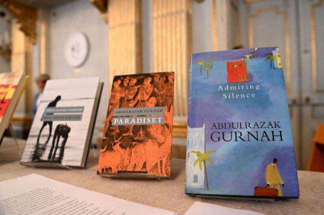 «За проникновение в последствия колониализма». Нобелевскую премию по литературе получил танзанийский писатель