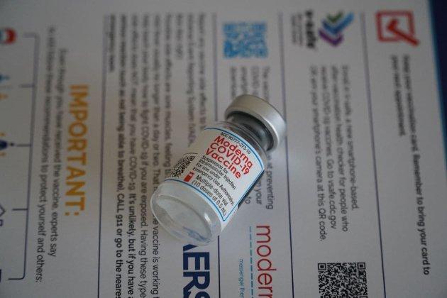 Исландия приостанавливает использование вакцины Moderna из-за побочного эффекта
