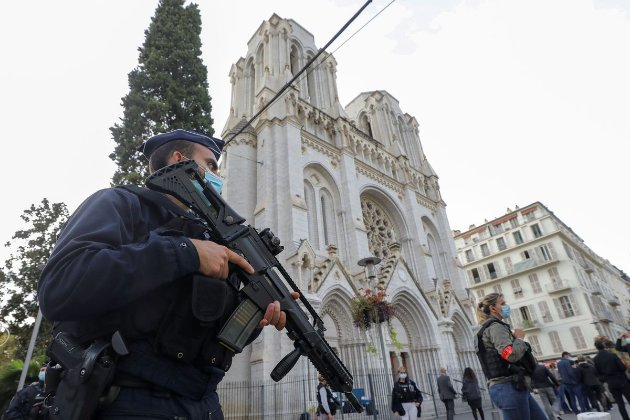 Розслідування нападу в Ніцці у Франції — шість осіб під вартою