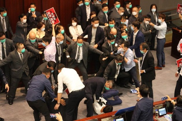 Влада КНР заарештувала сім демократичних законодавців в Гонконзі