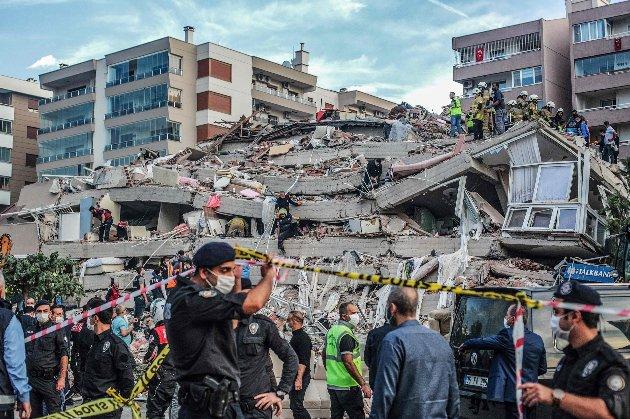 У Туреччині рятувальники витягли з-під завалів трирічну дівчинку і 70-річного чоловіка