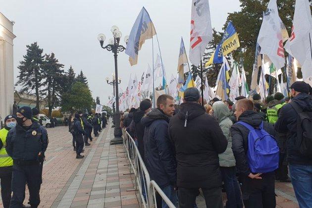 У Києві під Верховною Радою протестують власники авто на єврономерах