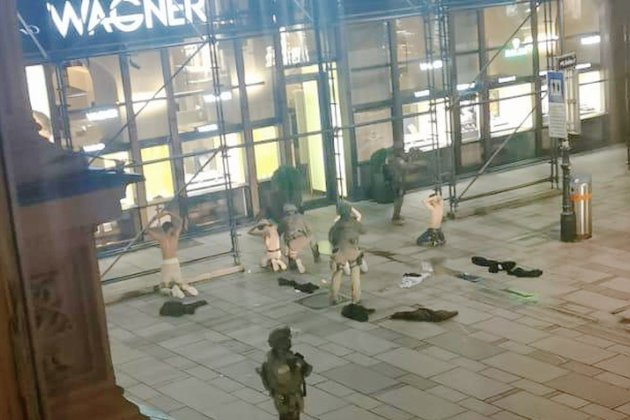 У Відні ввечері в шести місцях невідомі відкрили вогонь — троє вбитих та 15 поранених