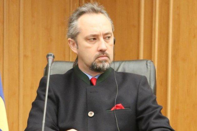 Нардепи закликали 11 суддів Конституційного Суду скласти повноваження