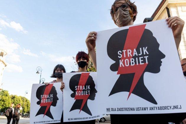 Уряд Польщі відклав заборону абортів після масових протестів
