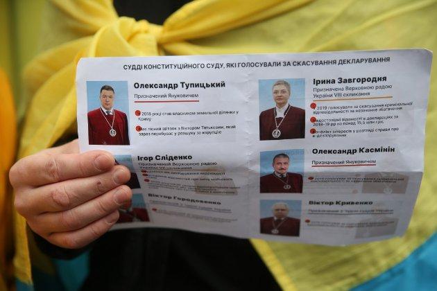 Третині українців байдуже до можливого скасування безвізу. А 11% цьому б навіть раділи
