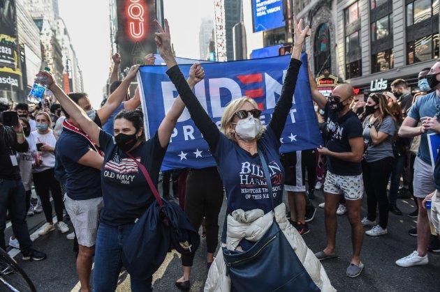 Байден перемагає на виборах в Америці!