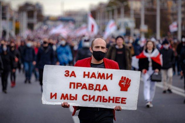 «Марш народовладдя». У центр Мінська стягують військову техніку через протести (фото, відео)