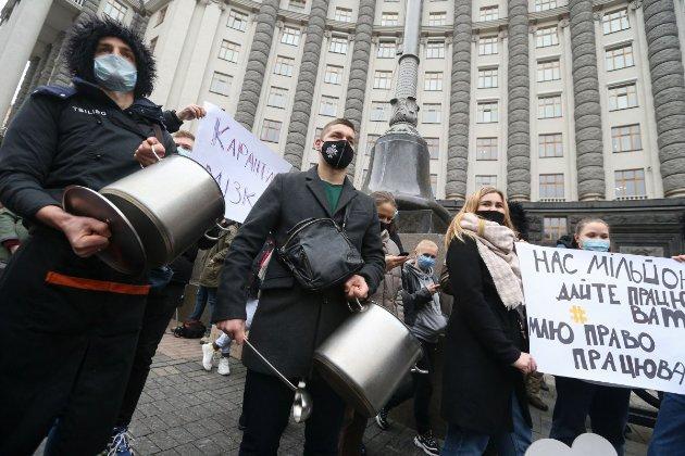 Під Кабміном ресторатори протестують проти карантину вихідного дня. Проте альтернативу запропонувати не можуть (фото)