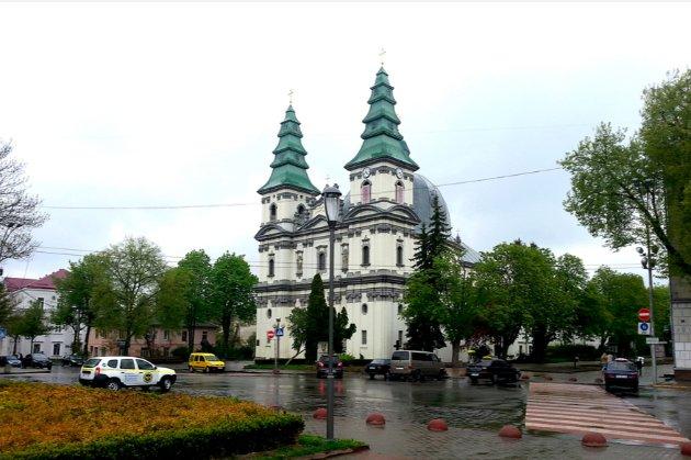 «Братство лисих». У Тернополі бізнесмен оголосив свій ресторан храмом, щоб не закривати його на вихідні