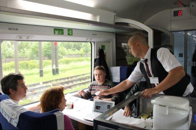 В українські поїзди планують повернути харчування