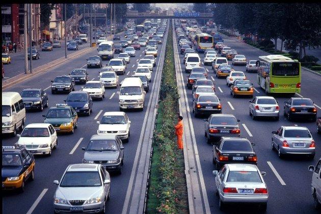 Великобританія заборонила продаж бензинових та дизельних авто після 2030 року