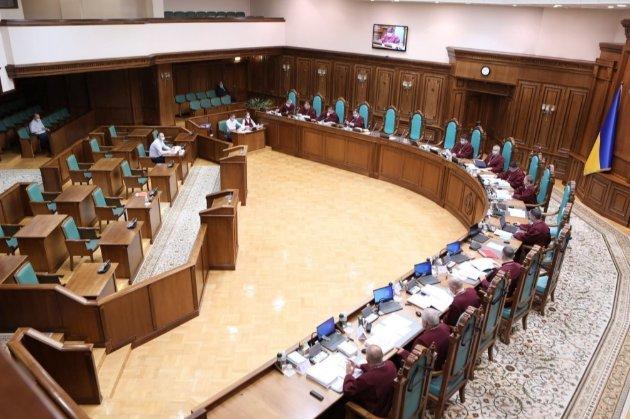 Нардепи попросили КСУ перевірити «карантин вихідного дня» на конституційність