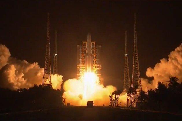 Вперше за 44 роки. Китай відправив на Місяць ракету по зразки місячної породи