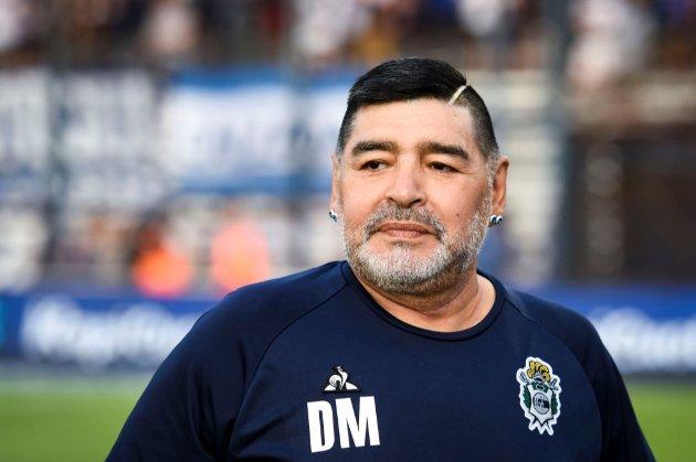 «Злочинний ідіотизм». Адвокат Марадони вимагає розслідувати смерть футболіста
