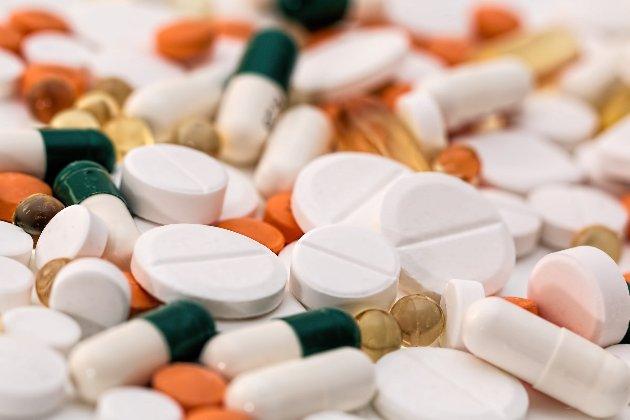 Кабмін виділив понад 125 млн грн на ліки від COVID-19. Їхня ефективність ще не доведена